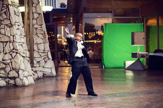 Imagine Studios - best man gets down and dances