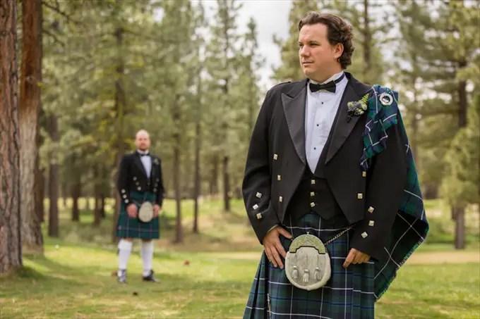 Scottish Wedding | Photography - Johnstone Studios | http://emmalinebride.com/real-weddings/scottish-fairytale-wedding/