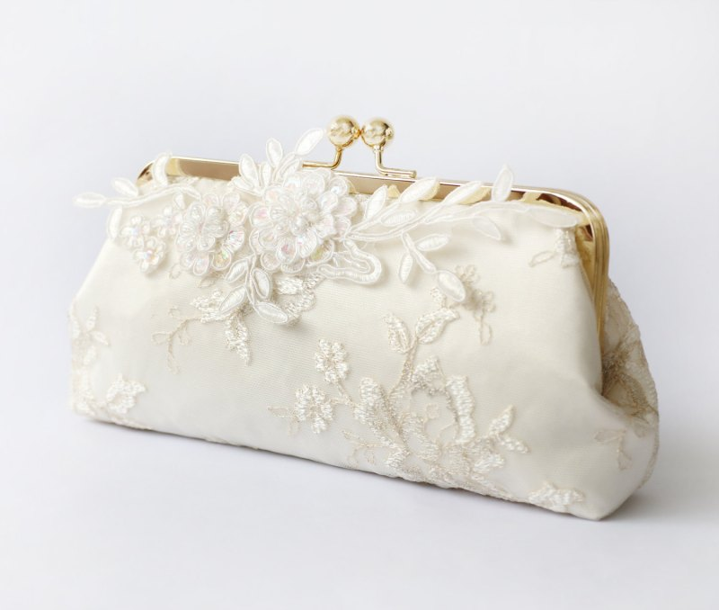 Alencon Lace Bridal Clutch Bag | by ANGEE W. | http://emmalinebride.com/bride/lace-bridal-clutch-bag/