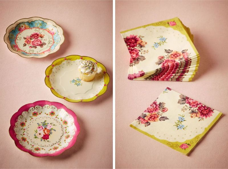 In love with these vintage inspired paper plates and matching napkins.  It's the look of old china without the price tag! | via BHLDN Decor Ideas | http://emmalinebride.com/vintage/bhldn-decor-ideas-weddings/