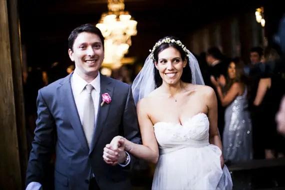 bride wearing hair crown with veil via 3 Tips for Wearing a Hair Crown (photo: photo kronology)