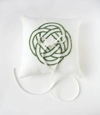 celtic-wedding-ring-pillow