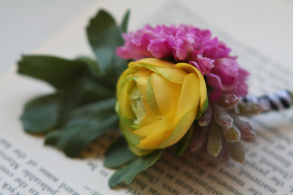 colorful flower boutonniere | via What Kind of Boutonniere to Pick (and Why) http://emmalinebride.com/groom/what-kind-of-boutonniere/
