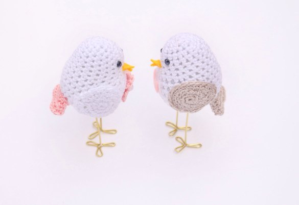 bird cake toppers   via http://emmalinebride.com/cake/bird-cake-toppers-crochet/