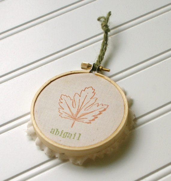 embroidery hoop place card favors