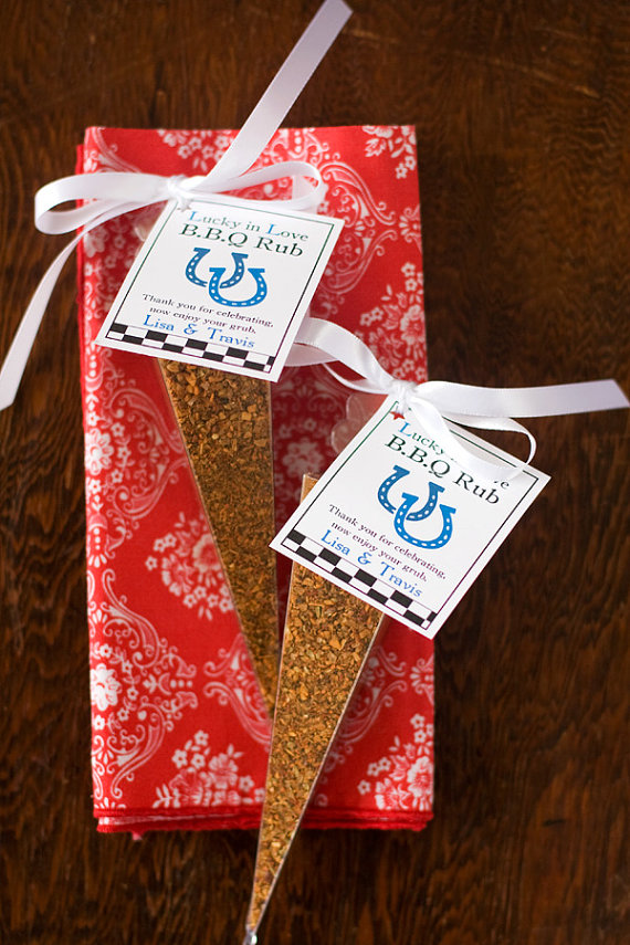 5 Foodie Wedding Favors: #2 BBQ Spice Rubs (by Dell Cove Spices via EmmalineBride.com) #favors #handmade #wedding #foodie