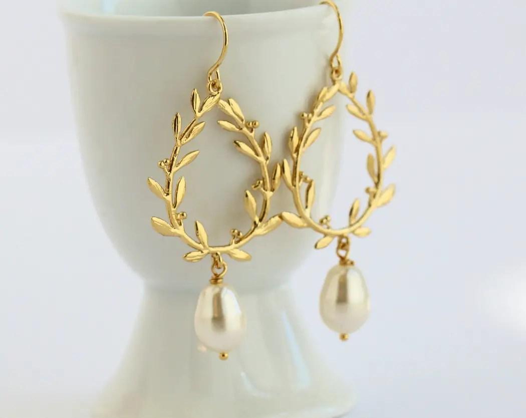 gold laurel wreath earrings | by jacaranda designs | http://emmalinebride.com/bride/pearl-earrings-bride/ | pearl earrings bride