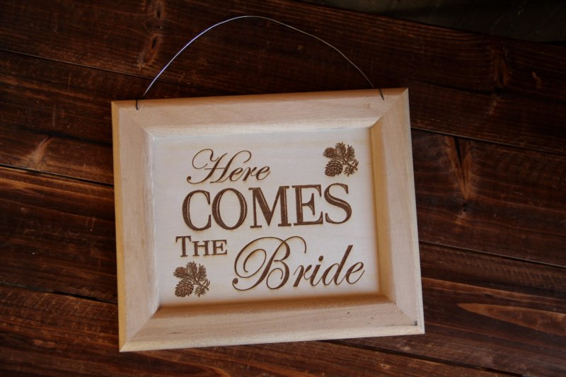 here comes the bride sign by rustic blend
