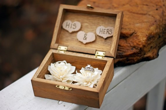 his & hers ring box | via Rustic Ring Pillows http://emmalinebride.com/ceremony/rustic-ring-pillows/