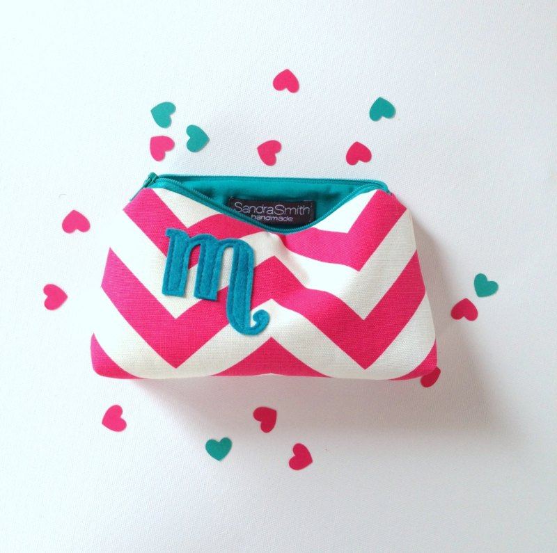 hot pink and turquoise makeup case | Bridesmaid Makeup Cases http://emmalinebride.com/gifts/bridesmaid-makeup-cases/