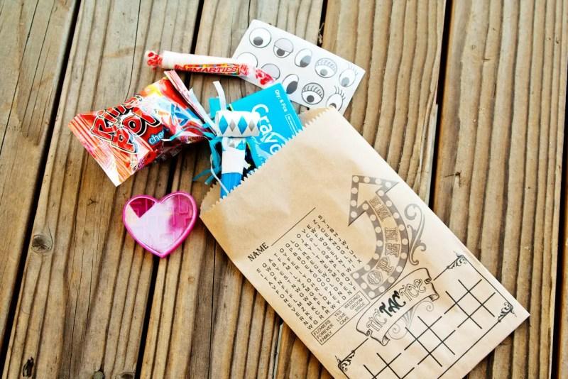 Cute idea for kids favor bags at weddings! By Mavora. | favor ideas kids weddings | http://emmalinebride.com/decor/favor-ideas-kids-weddings/
