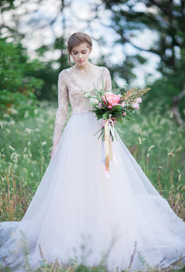 7 non white wedding dresses that look incredibly gorgeous