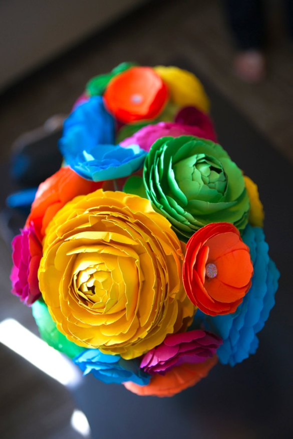 diy paper flower centerpiece | Best DIY Wedding Projects via http://emmalinebride.com/decor/best-wedding-diy-projects/
