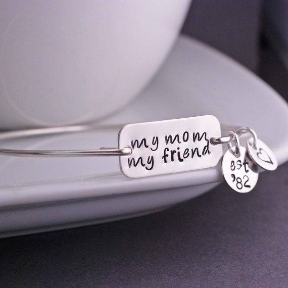 mother bangle bracelet gift idea (via Ways to Thank Parents at Your Wedding)