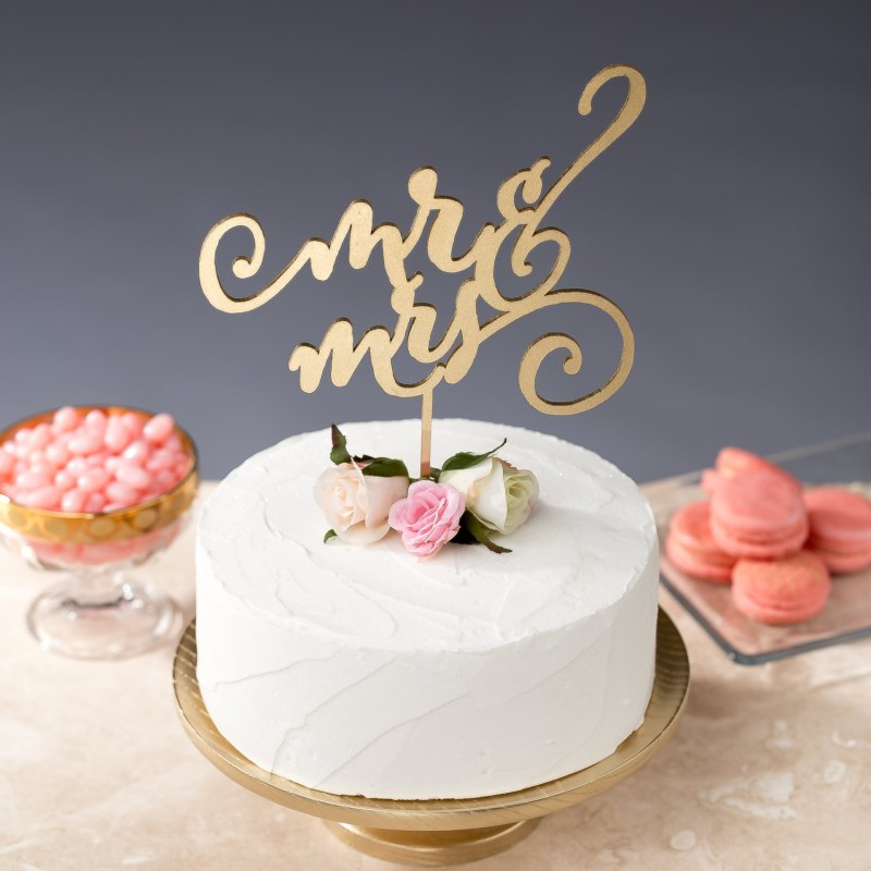 mr and mrs cake topper | statement cake toppers via http://emmalinebride.com/decor/statement-cake-toppers/
