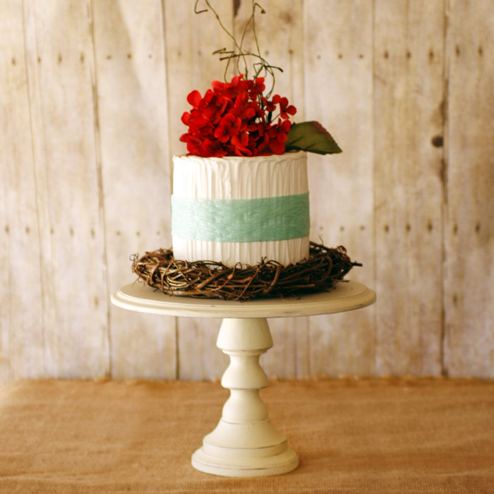 paint your own cake stand diy kit | Best DIY Wedding Projects via http://emmalinebride.com/decor/best-wedding-diy-projects/