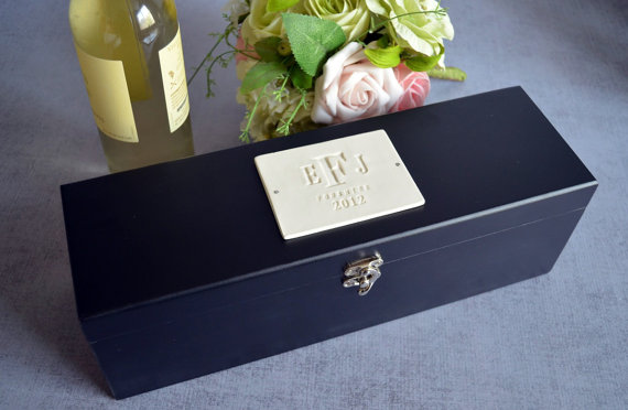 wedding gift ideas from a to z - personalized wine box by susabella