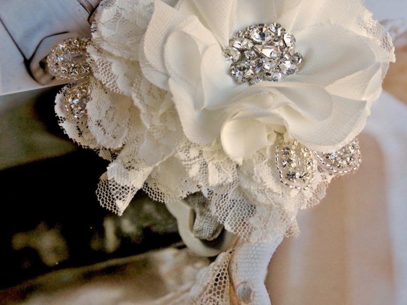 rhinestone lace hair flower | via http://emmalinebride.com/bride/what-to-wear-instead-of-veil/ - What to Wear Instead of Veil