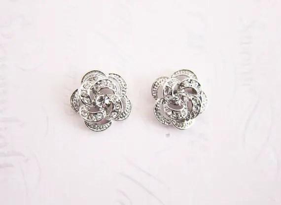 Flower shaped earrings | Vintage inspired bridal earrings | http://emmalinebride.com/bride/vintage-inspired-bridal-earrings