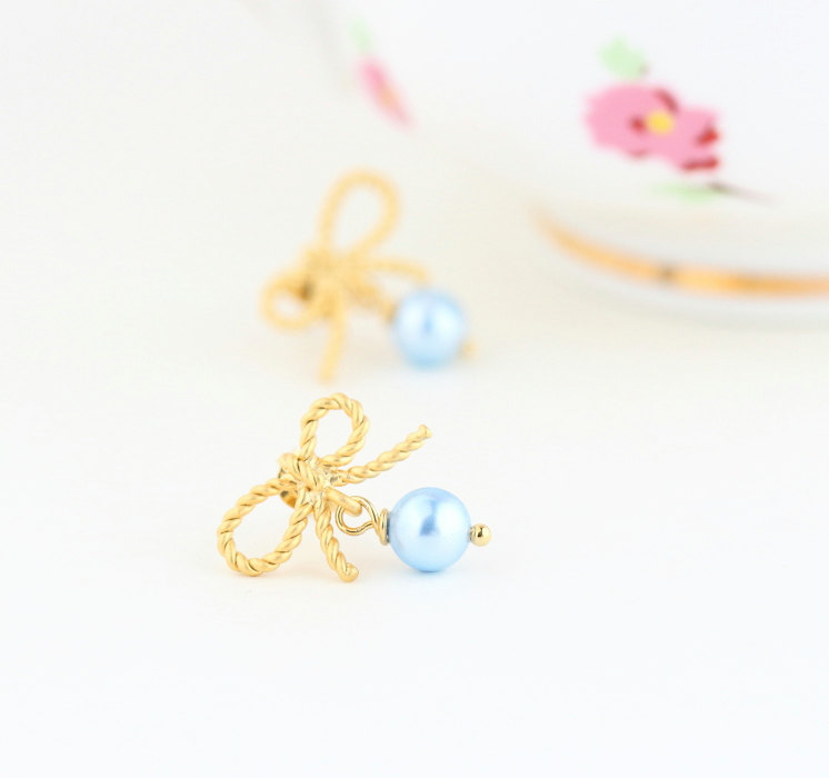 something blue pearl earrings for the bride | by jacaranda designs | http://emmalinebride.com/bride/pearl-earrings-bride/ | pearl earrings bride