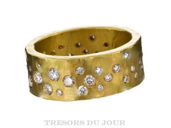 starry night wedding ring band by TresorsDuJour | via Starry Night Weddings http://emmalinebride.com/vintage/starry-night-weddings-ideas/
