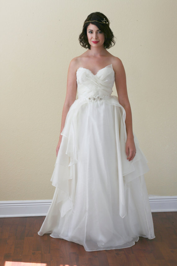 Low back wedding dresses 8 stunning styles lingerie for Low cut bra for wedding dress