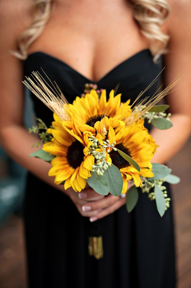 Sunflower wedding bouquets summer and fall weddings sunflower wedding bouquets sunflower wedding bouquets junglespirit Images