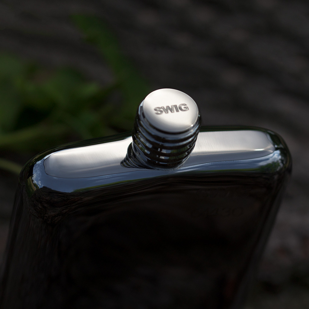 swig flask top | groomsmen flasks | http://emmalinebride.com/groomsmen/groomsmen-flasks-swig/