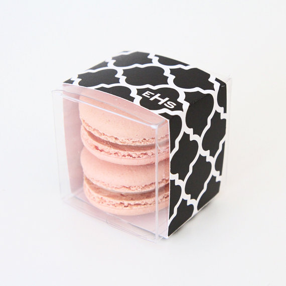 trellis pattern - macaron favor box | via http://emmalinebride.com/favors/giving-macaron-favors/