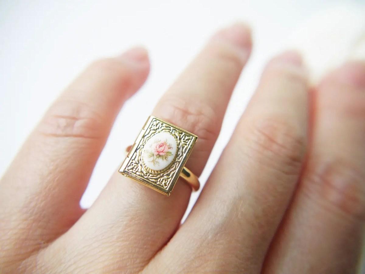 Vintagelocket Ring