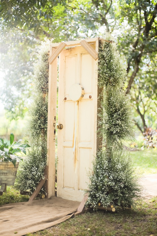 ceremony door backdrop | Ceremony Backdrops Doors | photo J Lucas Reyes & 14 Most Beautiful Ceremony Backdrops Using Doors