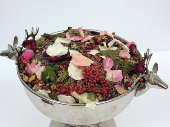 winter wedding confetti dried rose