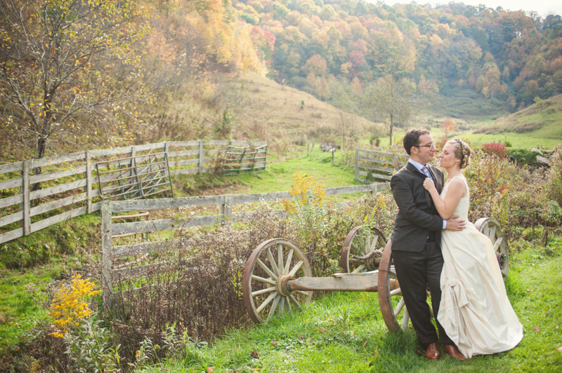 Rustic Mountain Wedding | Photographer: YouAreRaven | via http://emmalinebride.com/real-weddings/rustic-mountain-wedding-caroline-alex