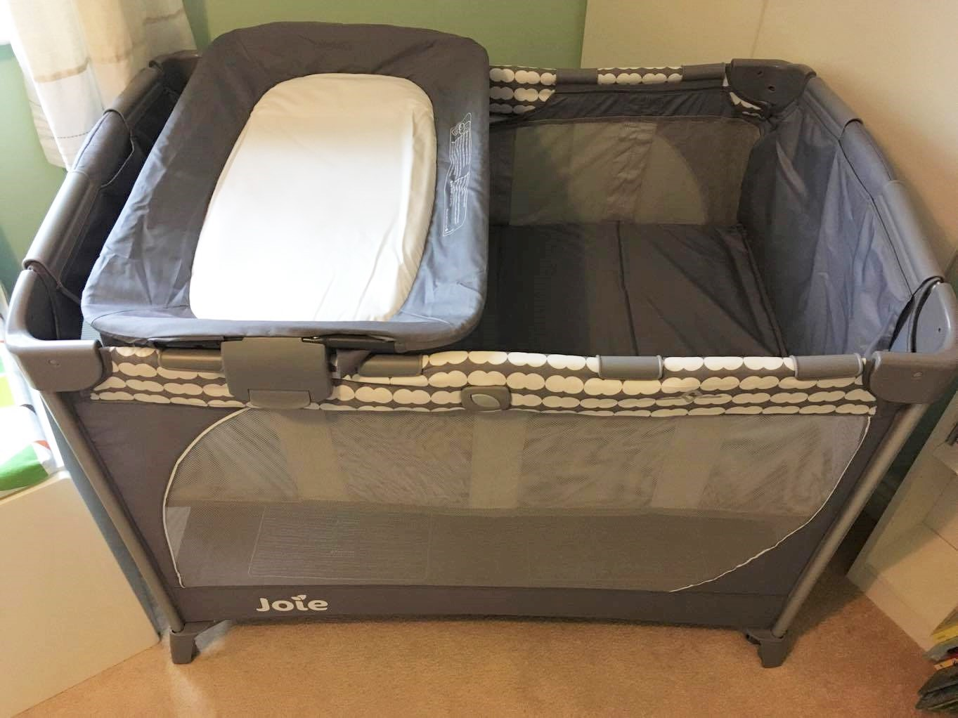 travel cot with changing cloud