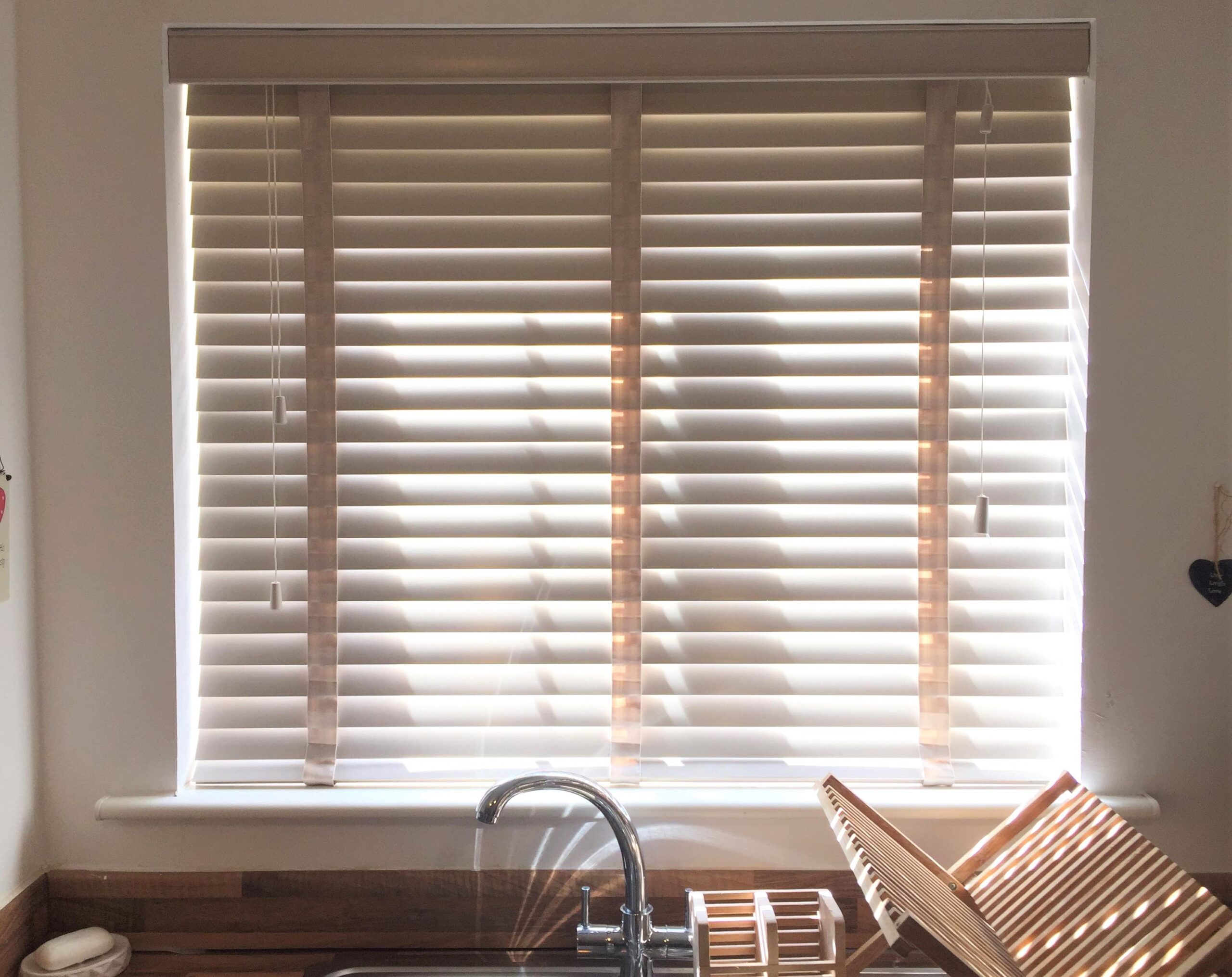 Make my blinds slats closed in the kitchen end of our room