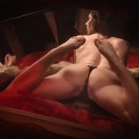 nue aux miroirs