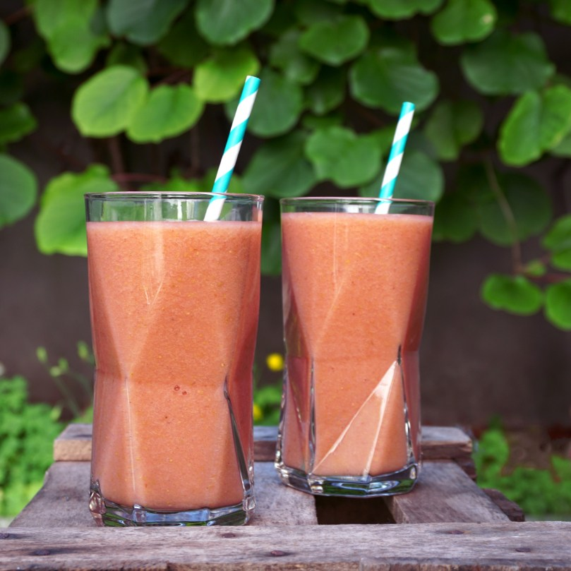 01_smoothie-sunday_birne-erdbeer-smoothie_titelbild