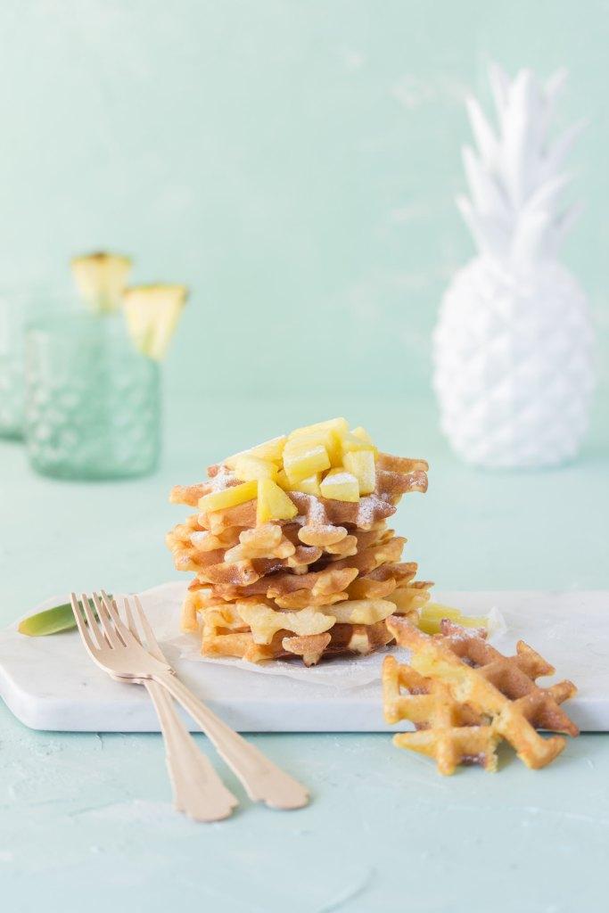 Buttermilch-Waffeln mit karamelisierter Ananas