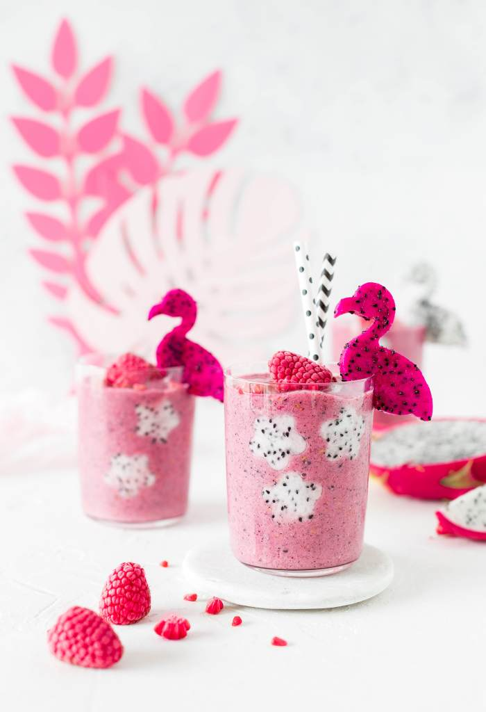 Pink Dragonfruit Smoothie aus Tropical Party Backbuch Sommer Ananas Wassermelone Ananas Kaktus