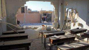 degats-dans-une-ecole-du-village-de-hass-dans-la-province-syrienne-d-idleb-apres-un-bombardement-le-26-octobre-2016