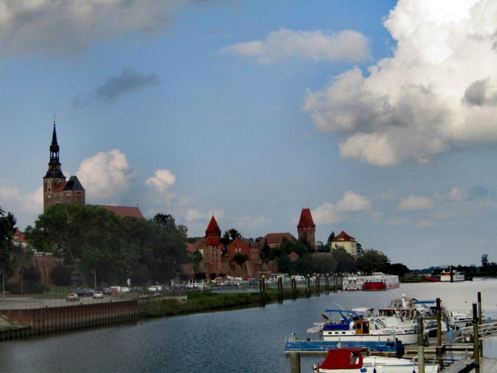 Germania est cosa vedere: Tangermünde vista dalla sponda dell'Elba