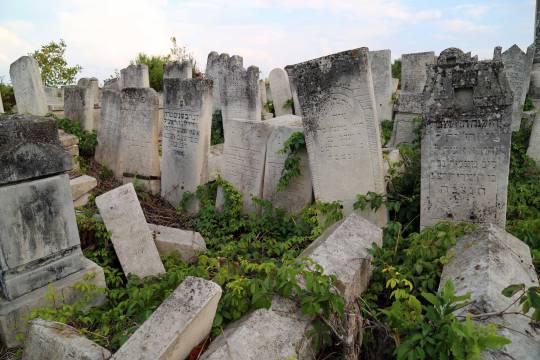 Jewish-cemetery-02