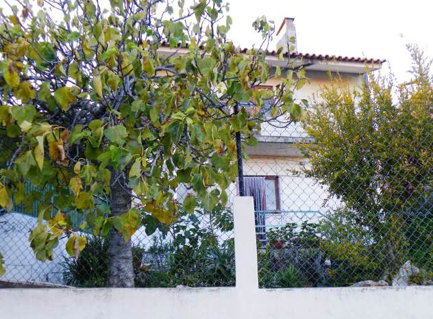 4 Bed Villa at S. Domingos de Rana - € 110000 / only for investment.