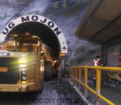 Maquinaria saliendo de Túnel