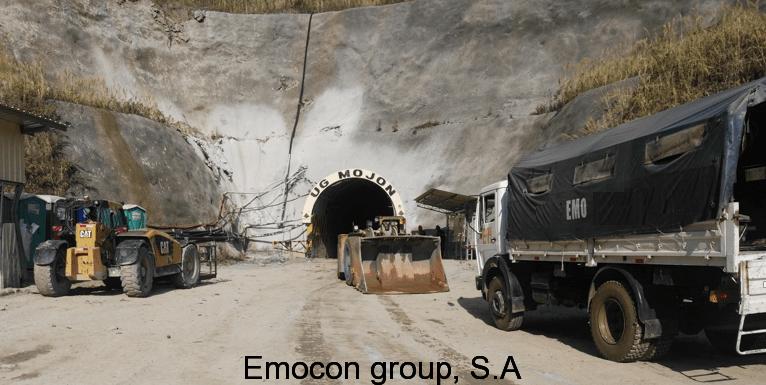 Equipo en la entrada de Túnel.