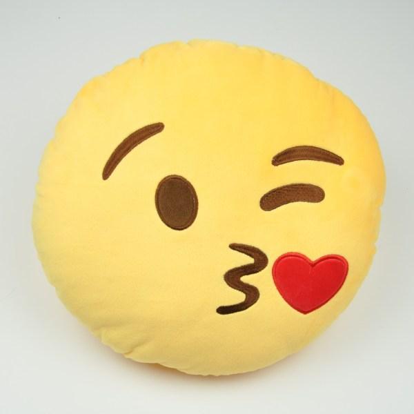 Emojikudde som skickar kyss
