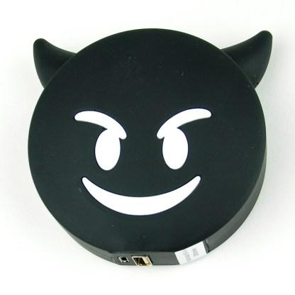 Powerbank som är en svart djävul