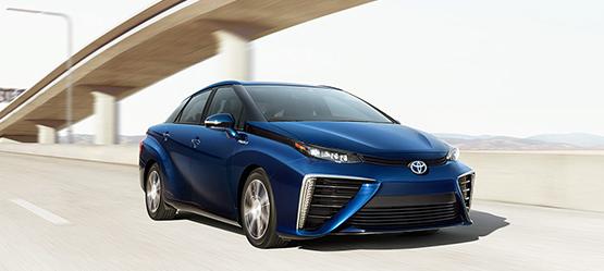 Toyota Mirai - Brennstoffzelle, Wasserstoff, Elektroauto - von rechts vorne, in blau metallic - Foto Toyota
