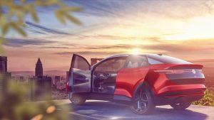 VW - I.D. Familie - I.D. Crozz- von hinten links mit Türen geöffnet - Schiebetür hinten - Ford, VW und das autonom fahrende Elektroauto