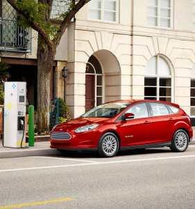 Ford Focus Electric - rot metallic - Elektro Auto, E-Auto Foto Ford (1) - Ford, VW und das autonom fahrende Elektroauto